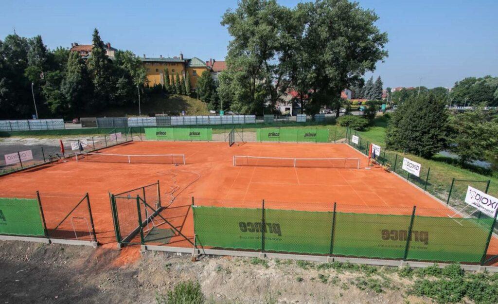 Projekt i nadzór nad budową kortów tenisowych – Krosno